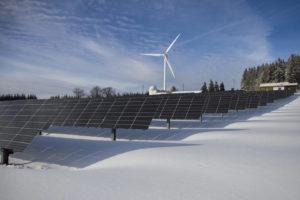 energie eolien solaire station montagne 300x200 - Galerie montage installation panneaux solaires photovoltaïques - Galerie montage installation panneaux solaires photovoltaïques