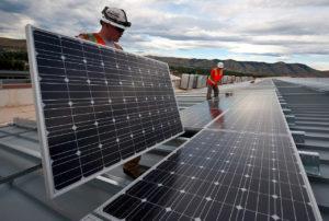 maintenance solar panels 300x202 - Galerie montage installation panneaux solaires photovoltaïques - Galerie montage installation panneaux solaires photovoltaïques
