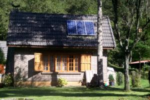 solaire photovoltaique chalet 300x200 - Galerie montage installation panneaux solaires photovoltaïques - Galerie montage installation panneaux solaires photovoltaïques
